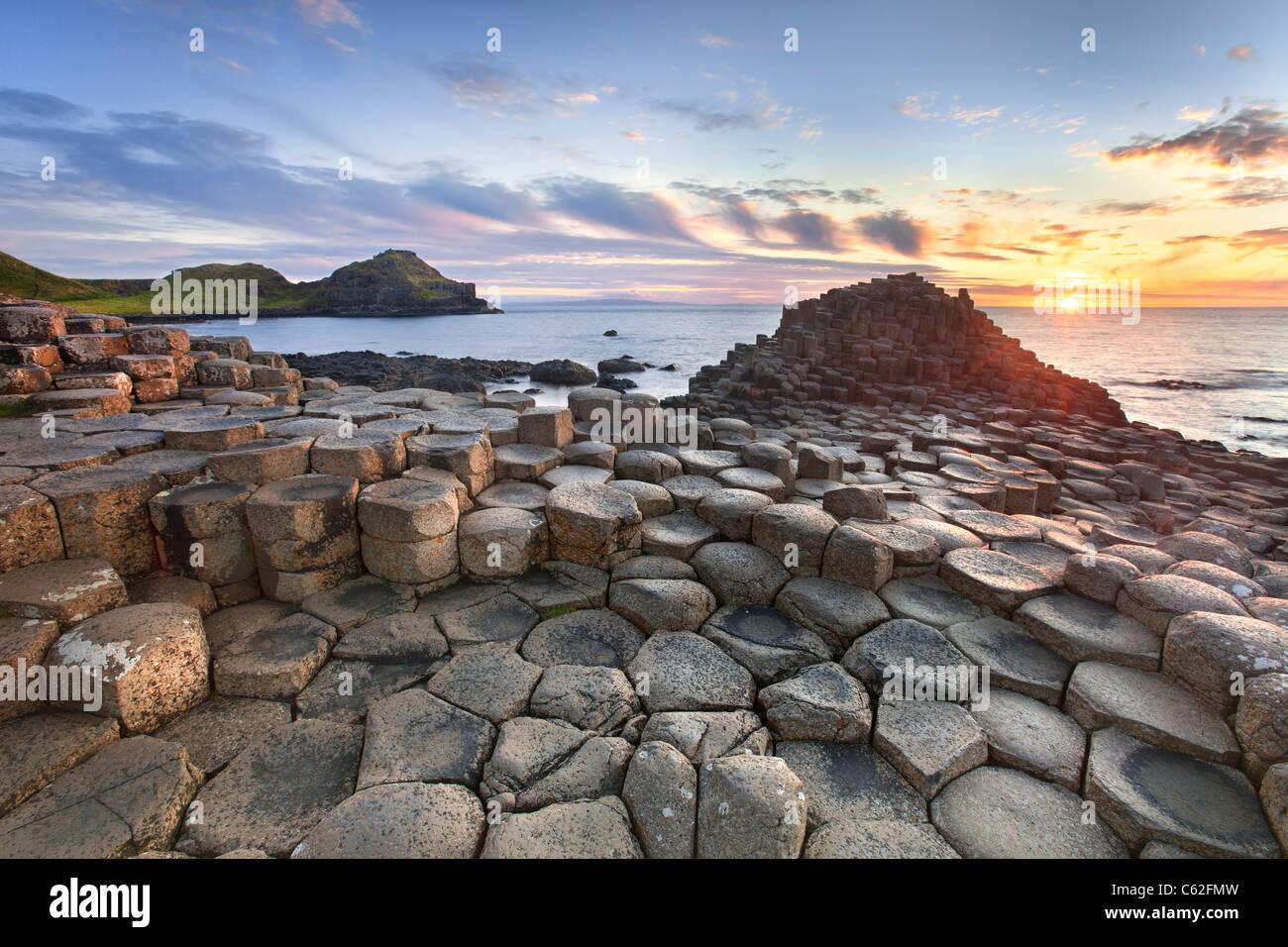 Chaussée des Géants capturés au coucher du soleil Photo Stock