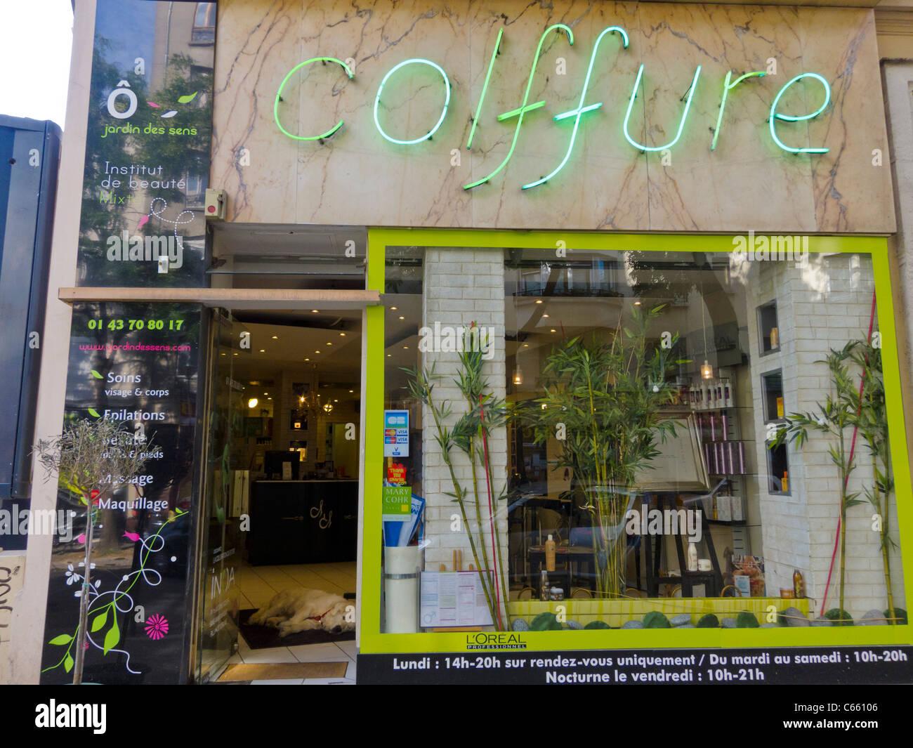 Paris, France, Porte Avant En Verre Français Moderne Salon De Coiffure,  Magasin/