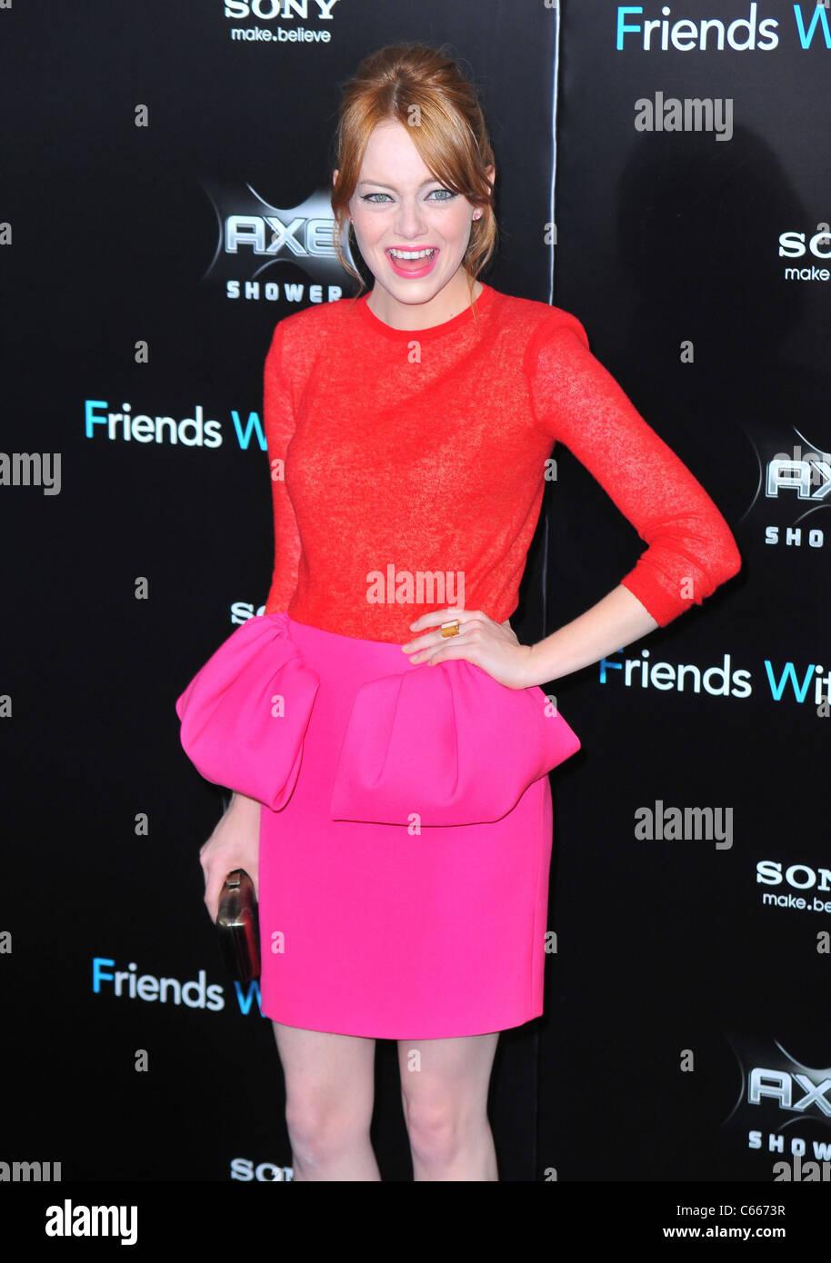 Emma Stone au hall des arrivées pour les amis AVEC DES AVANTAGES Premiere, le Ziegfeld Theatre, New York, NY Photo Stock