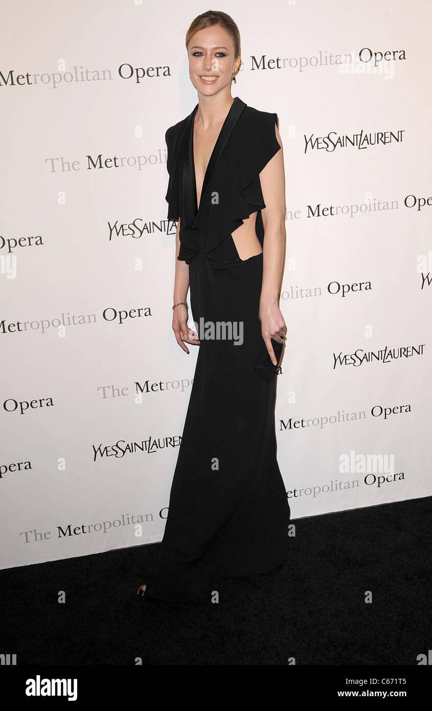7044de966ed3 Raquel Zimmermann au niveau des arrivées pour le Metropolitan Opera  Premiere de LE COMTE ORY,