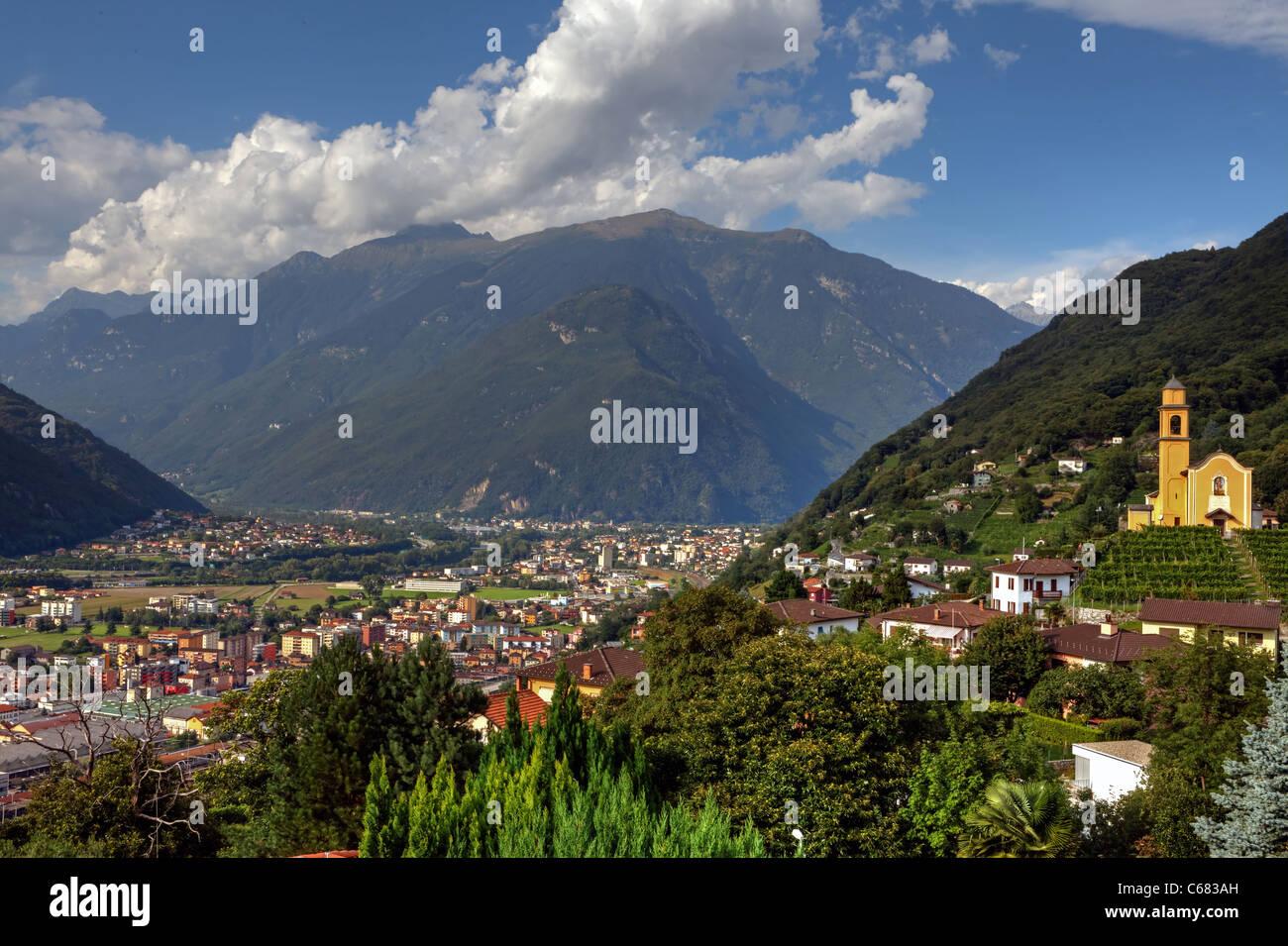 Avis de Bellinzona et les Alpes Photo Stock