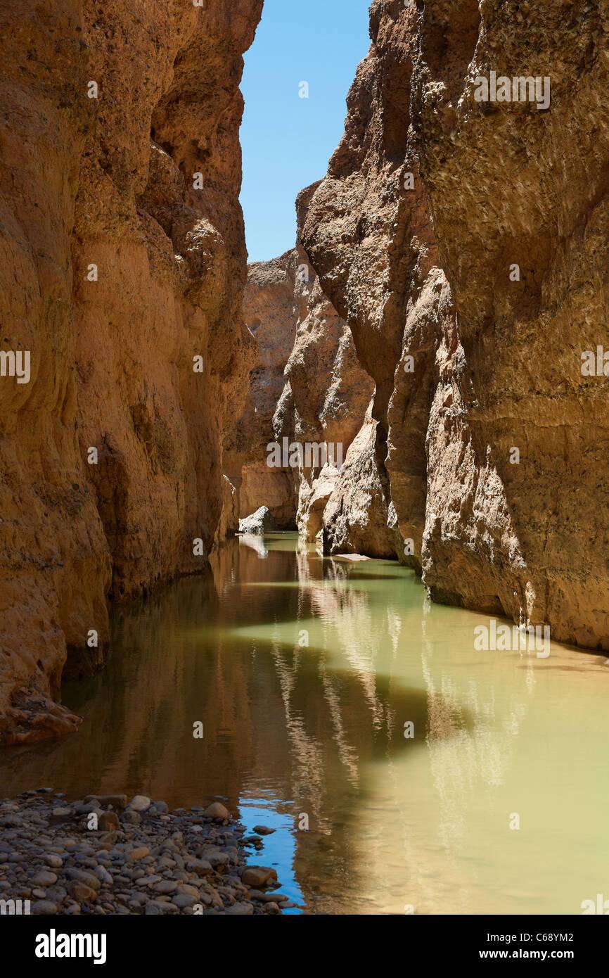 Canyon de Sesriem avec la rivière Tsauchab, désert du Namib, Namibie, Afrique Photo Stock