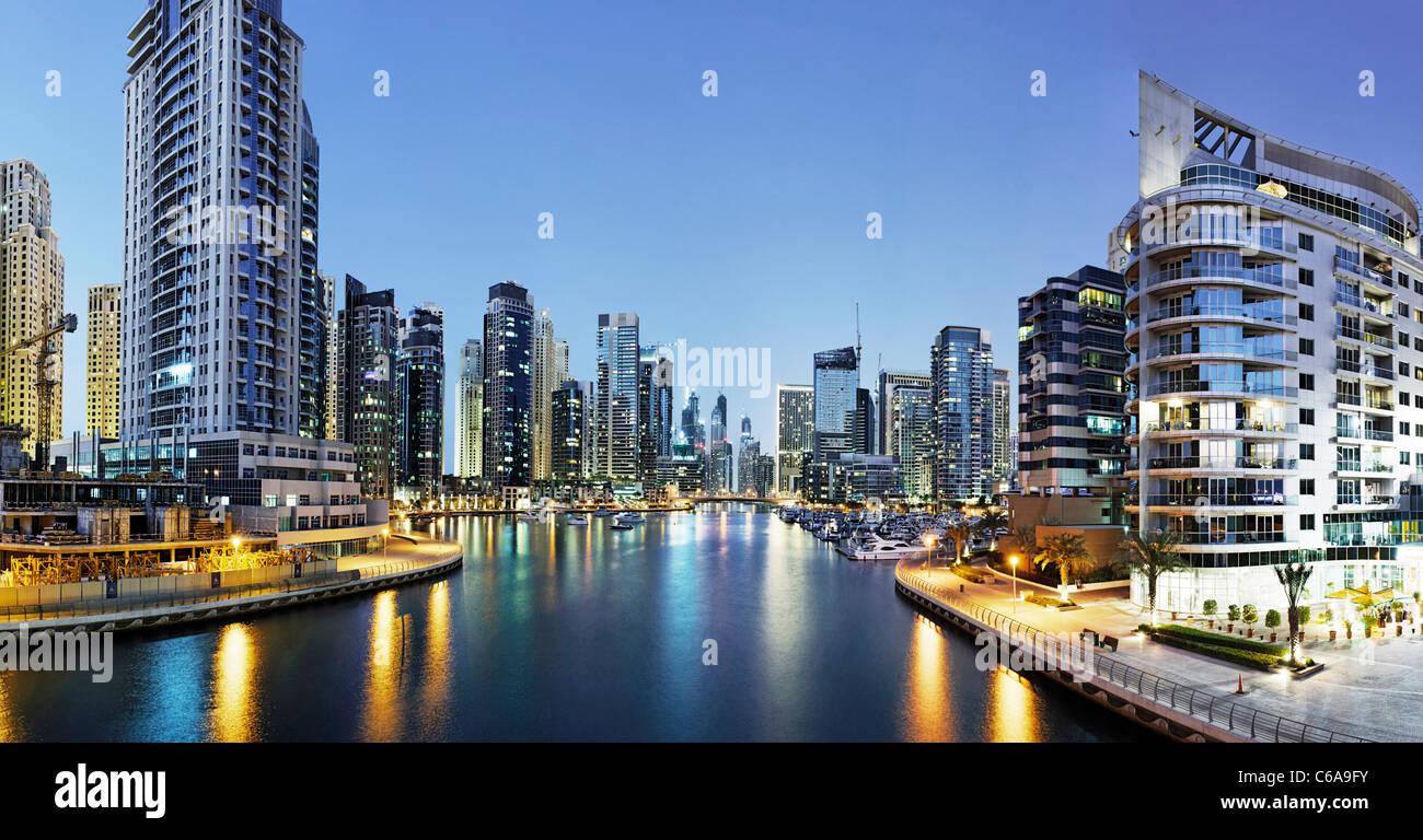 Spectaculaire skyline at night, Marina de Dubaï, Dubaï, Emirats Arabes Unis, Moyen Orient Photo Stock