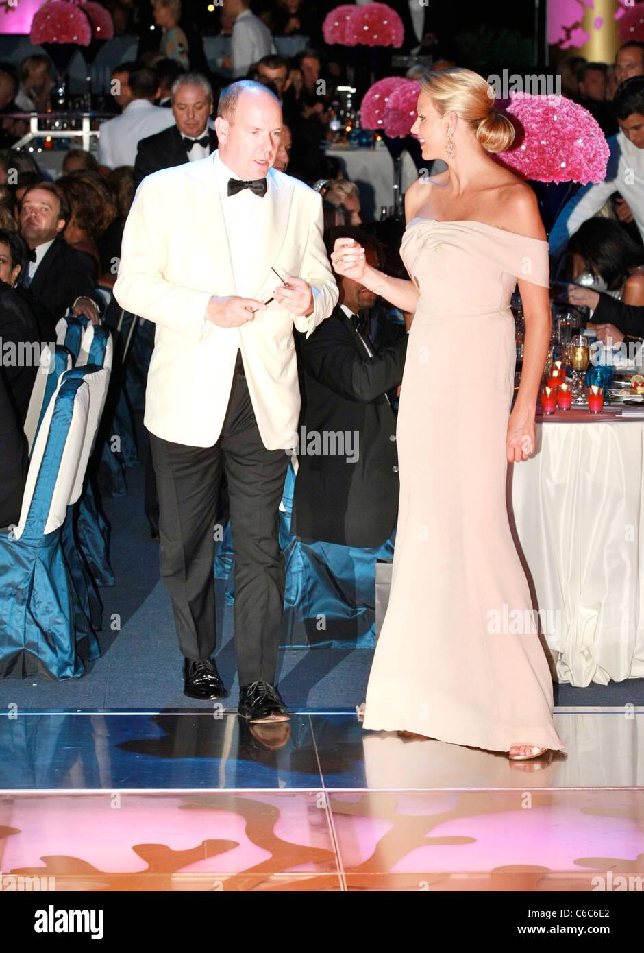 c63d4c83817 S.a.s. le Prince Albert II de Monaco et Charlene Wittstock 62e Bal de la  Croix Rouge