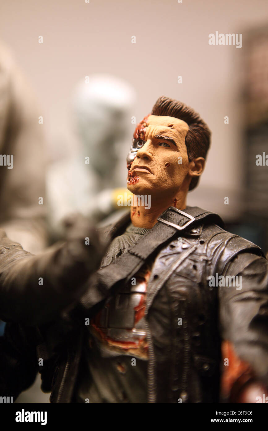 Deux Terminator judgement day, jouets en plastique (Arnold Schwarzenegger) au monde de jouets à Penang. La Photo Stock
