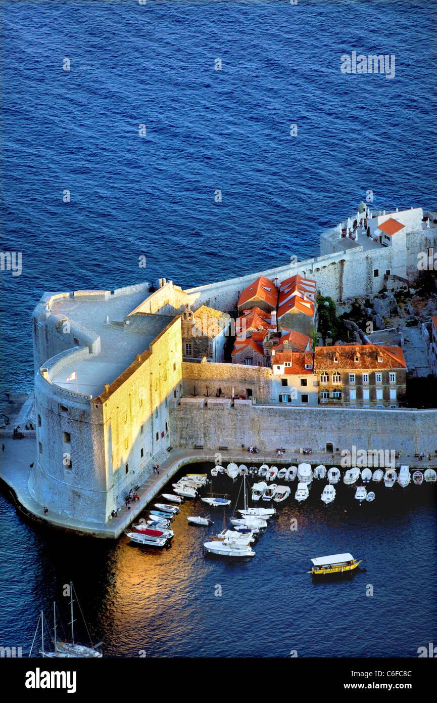 Dubrovnik Croatie,ville,Port,murs,vieille ville, tard en soirée Photo Stock