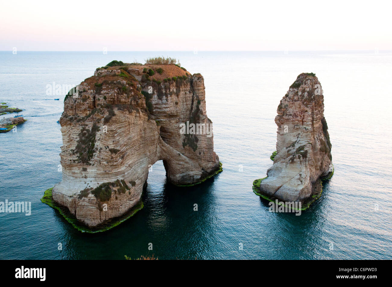 Pigeon Rocks. Beyrouth, Liban Photo Stock