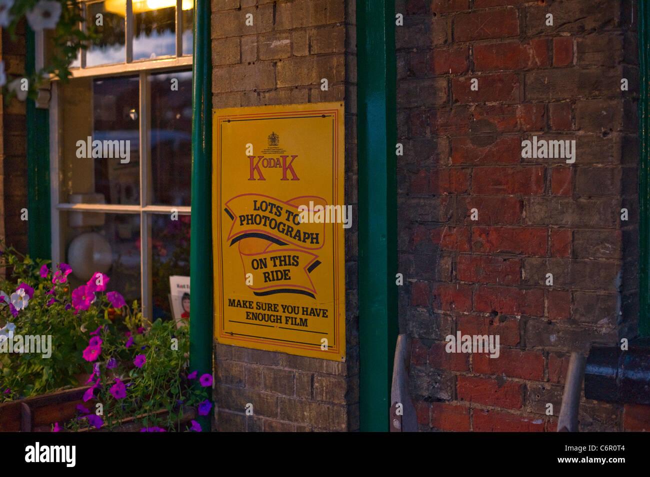 Réplique ancienne Station Kodak signe sur bâtiment. Photo Stock