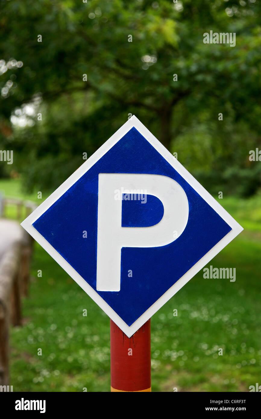 Signal de stationnement à forest Photo Stock