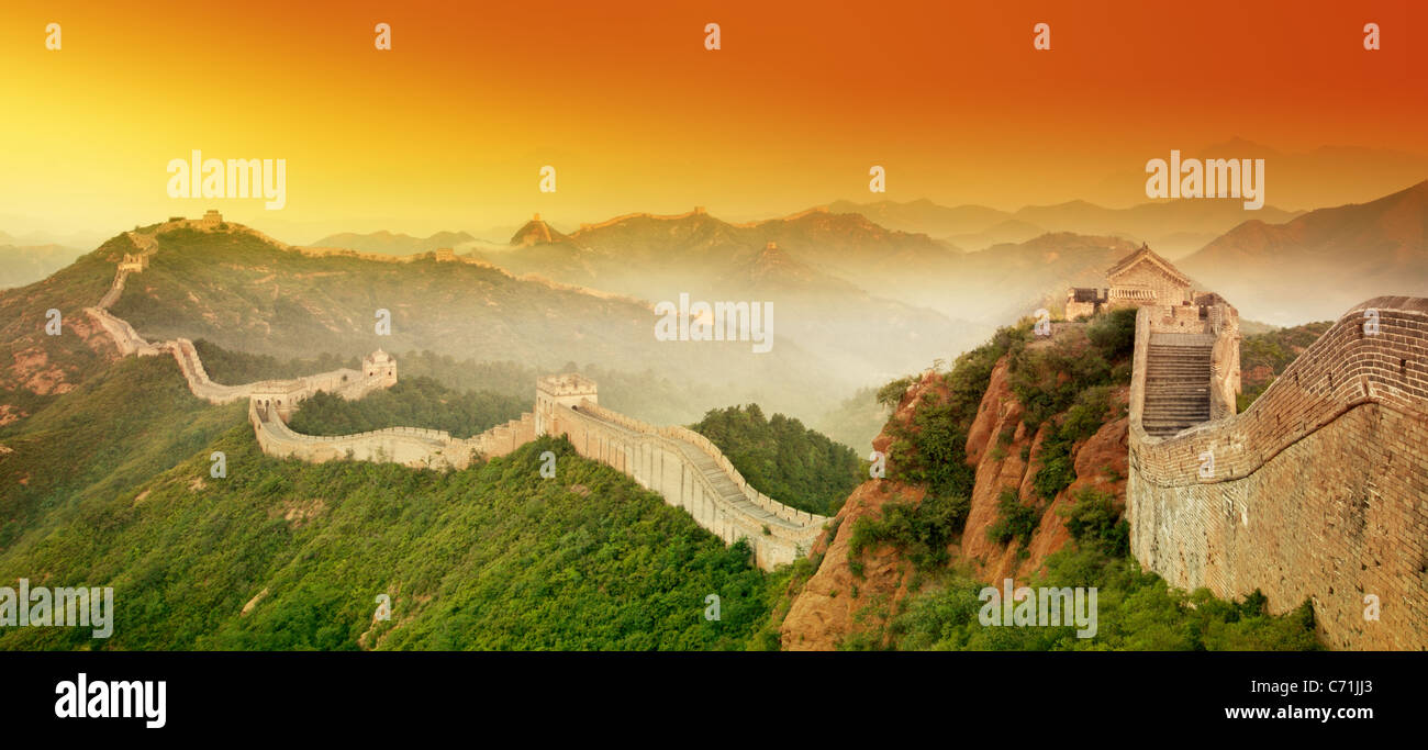 Grande Muraille de Chine au lever du soleil. Photo Stock