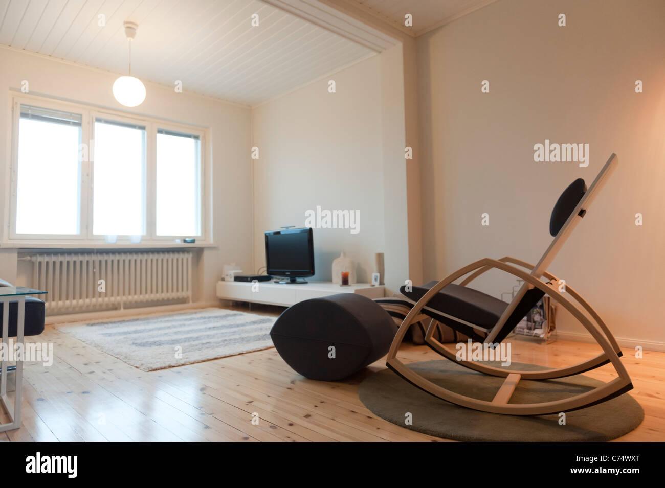 Mobilier design contemporain de Finlande dans un salon ...