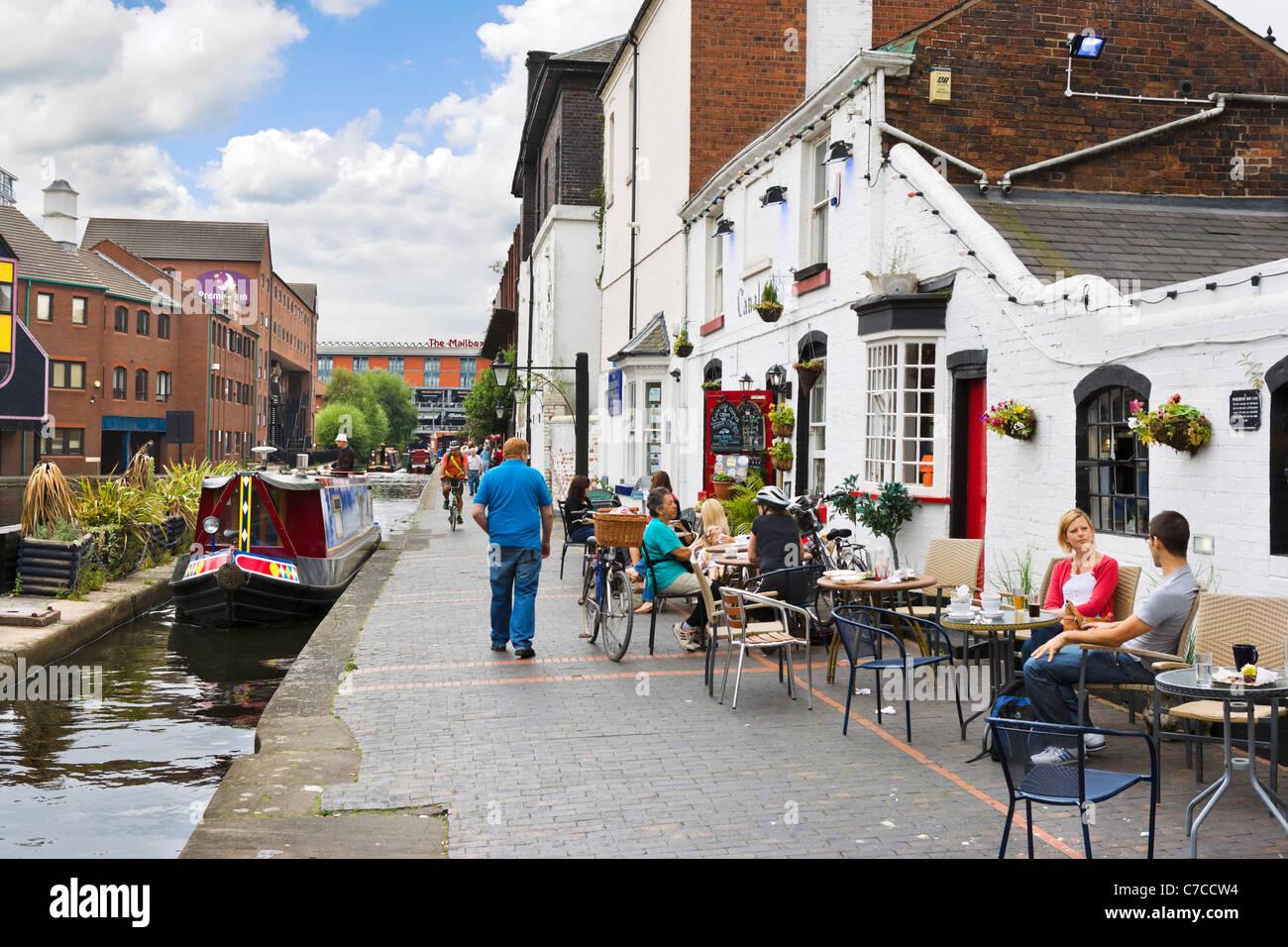 Café au bord du canal au bassin de la rue du gaz avec le Premier Inn et le centre de la boîte aux lettres Photo Stock