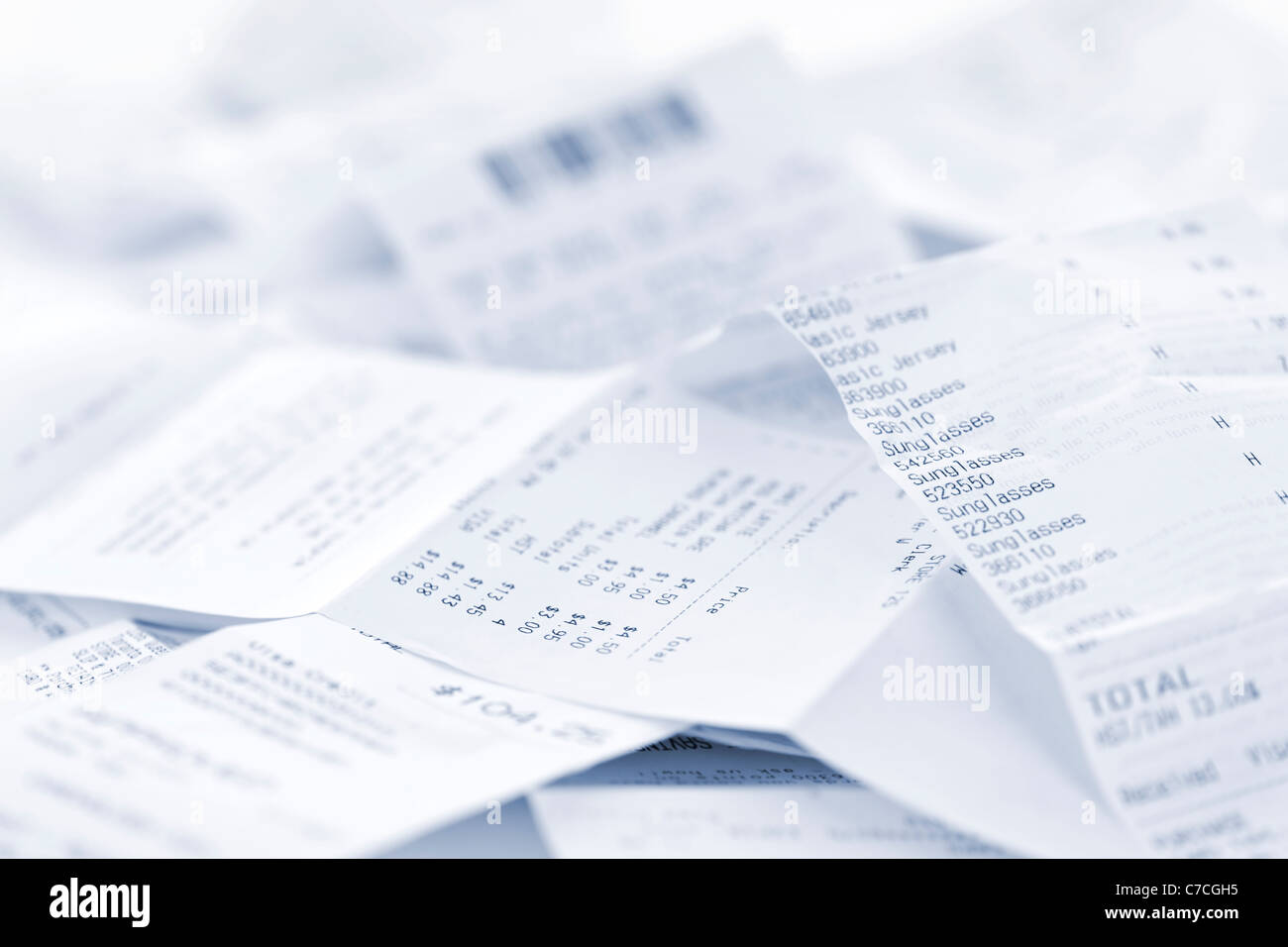 Les reçus de caisse papier dans un tas de perdre close up Photo Stock