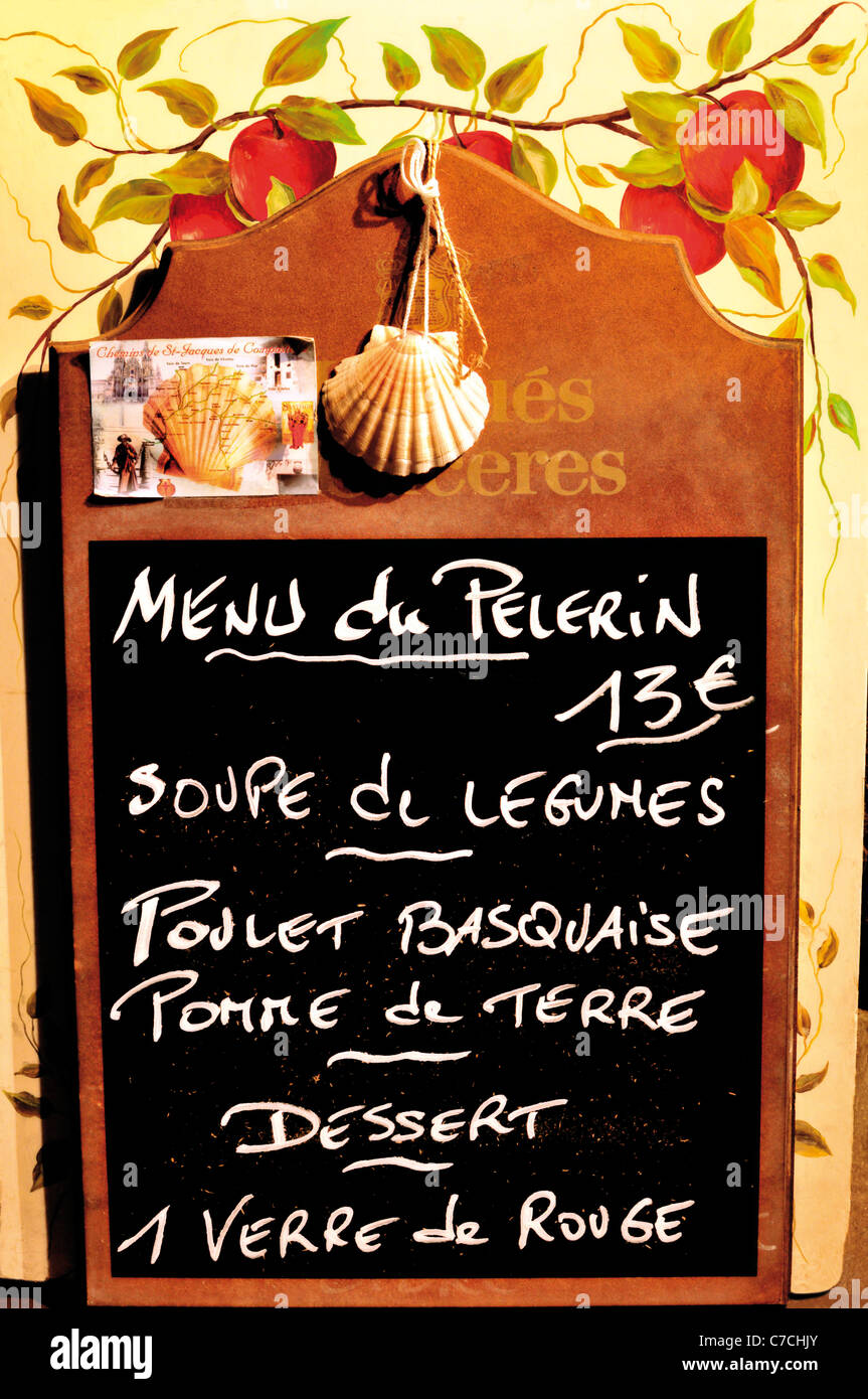 France, Saint James Way : carte des menus d'un menu du pèlerin à St Jean-Pied-de-Port Photo Stock
