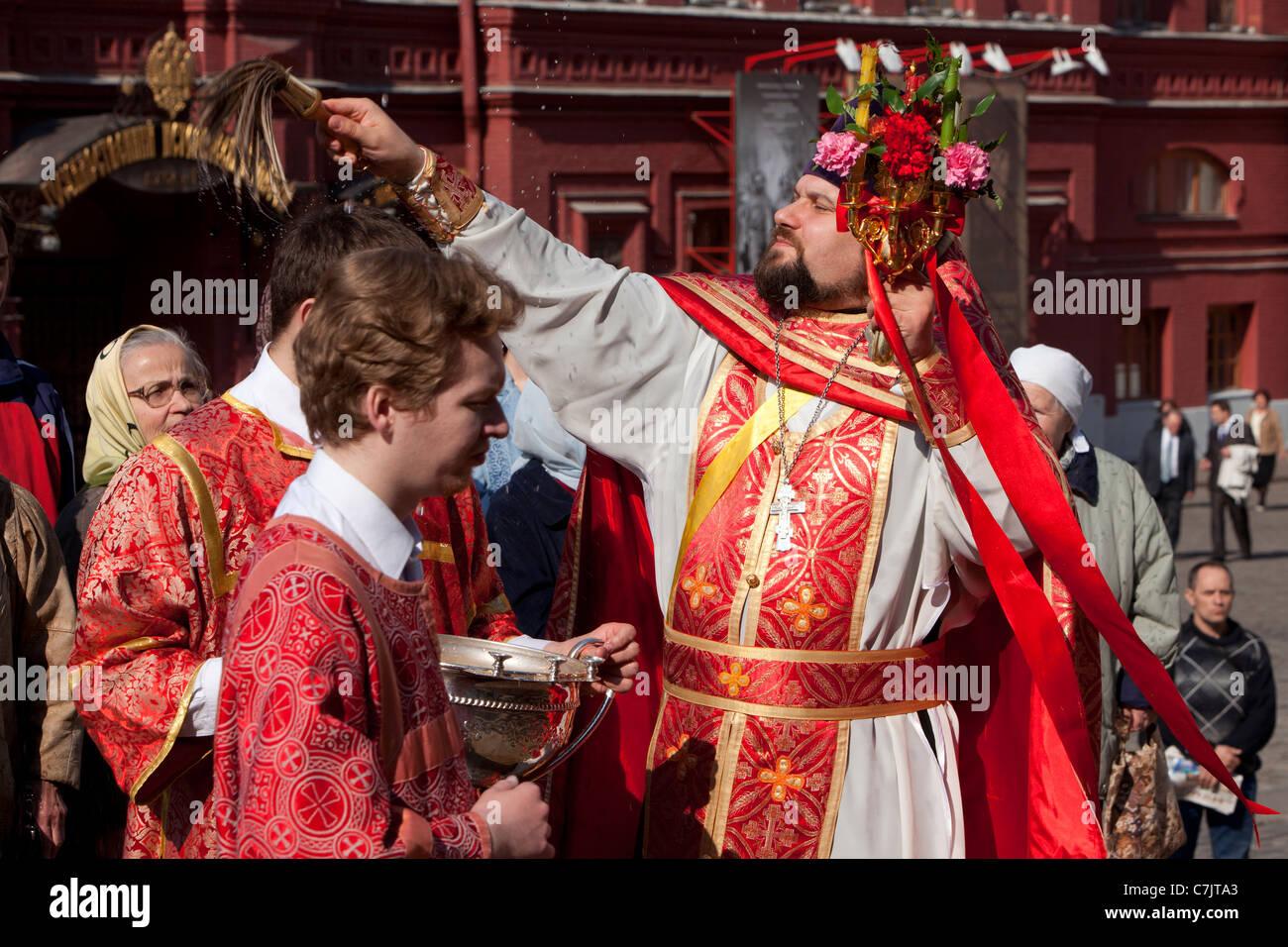 Célébrations de Pâques à l'extérieur de la cathédrale de Notre-Dame de Kazan sur la Place Rouge à Moscou, Russie. Banque D'Images