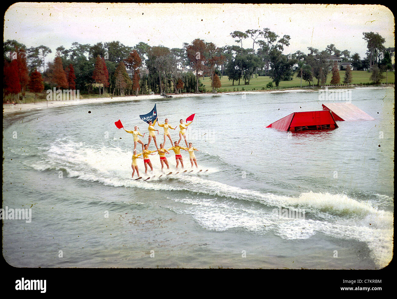 Les skieurs acrobatiques floride 1950 Lac de l'eau femmes diapositives couleur Photo Stock