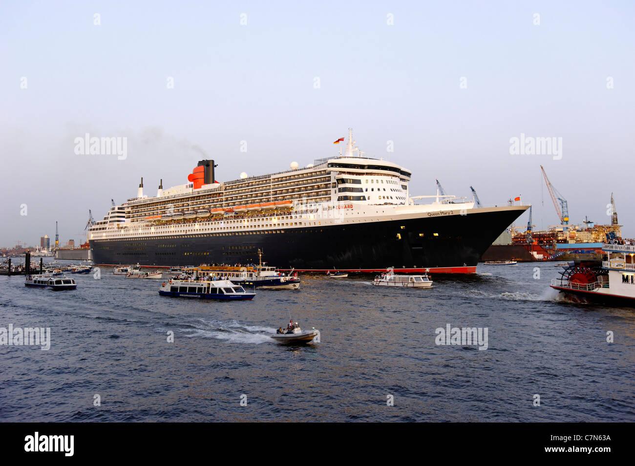 Bateau de croisière Queen Mary 2 à Hambourg, Allemagne, Europe Banque D'Images