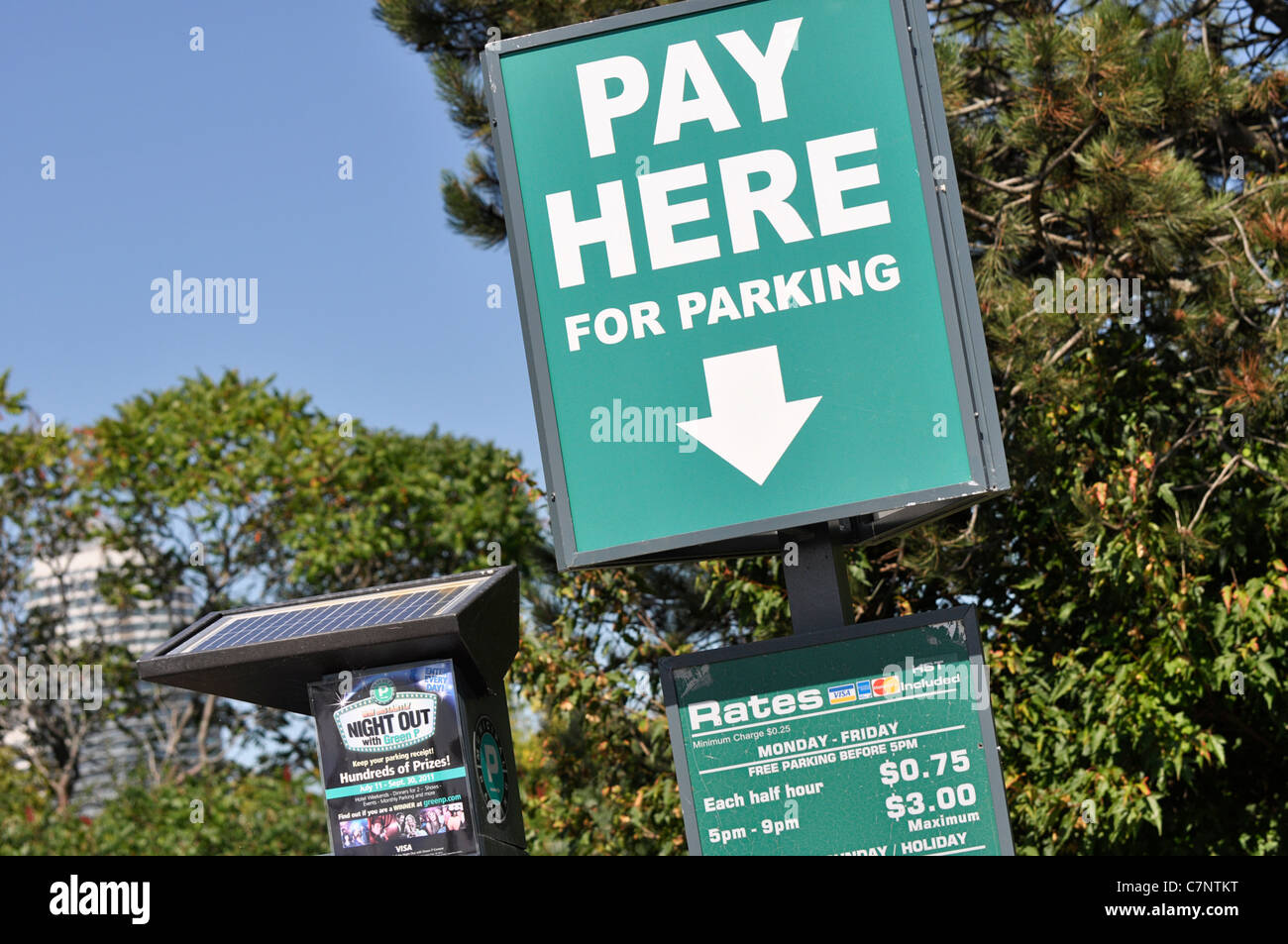 Signe, payer ici pour le stationnement Photo Stock
