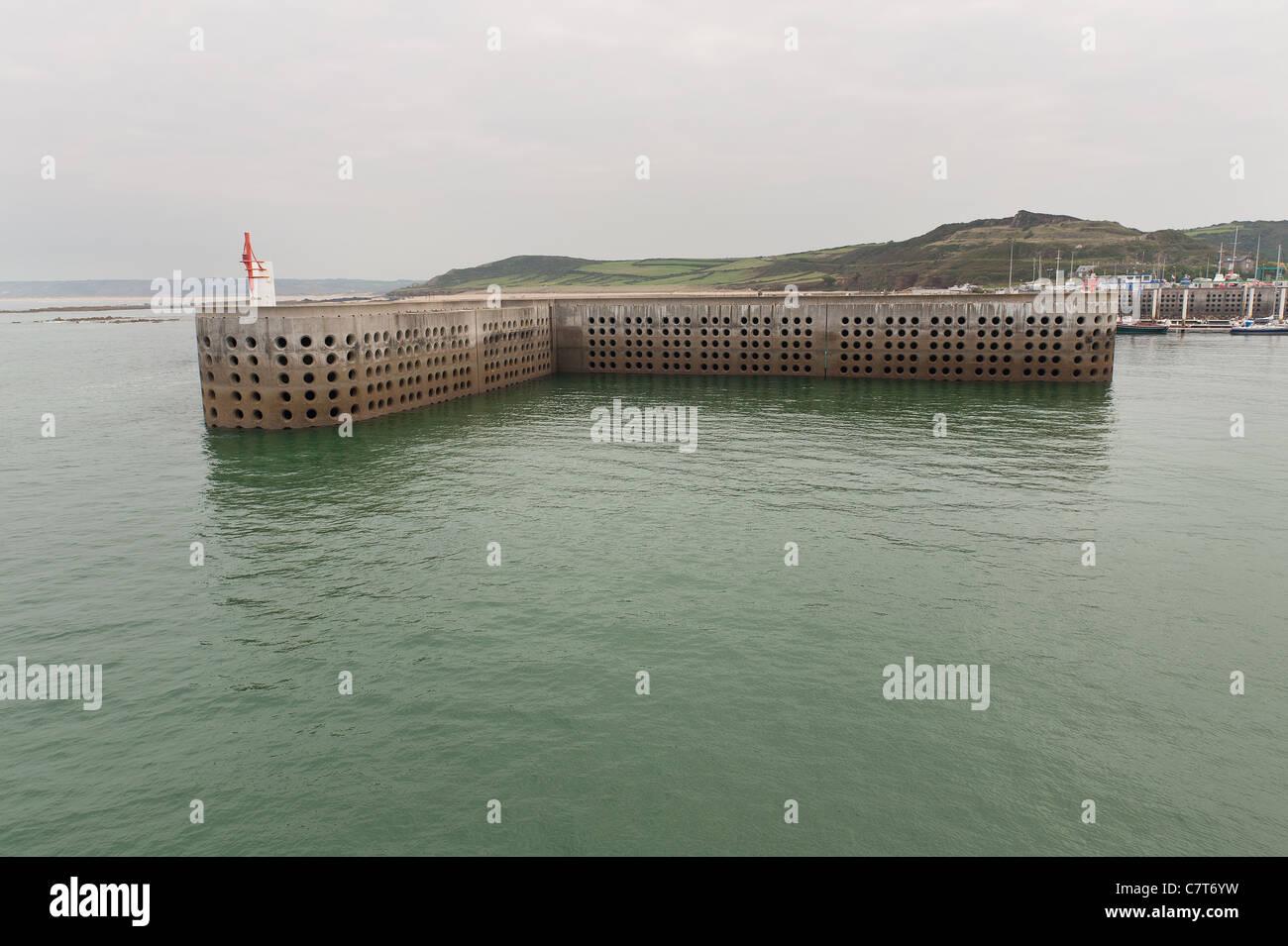 La défense de la mer de l'ingénierie à mur du port pour dissiper la férocité de l'océan Atlantique et de la mer. Banque D'Images