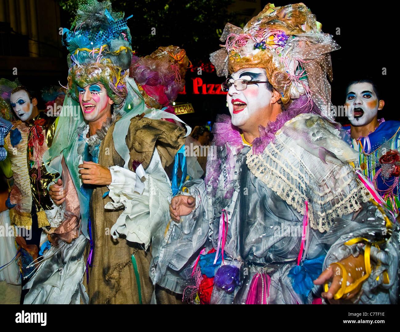 Les participants au carnaval costumé festival national annuel de l'Uruguay, qui s'est tenue à Photo Stock