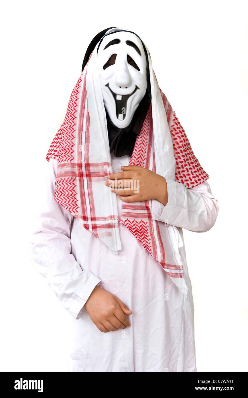 Portrait de l'homme habillé en masque d'Halloween en arabe Photo Stock