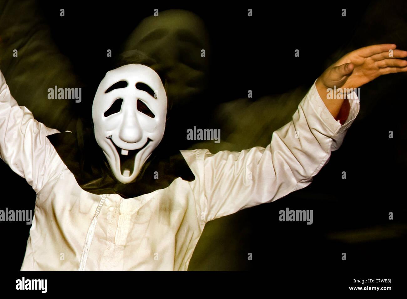 Portrait d'homme portant un masque d'Halloween Photo Stock