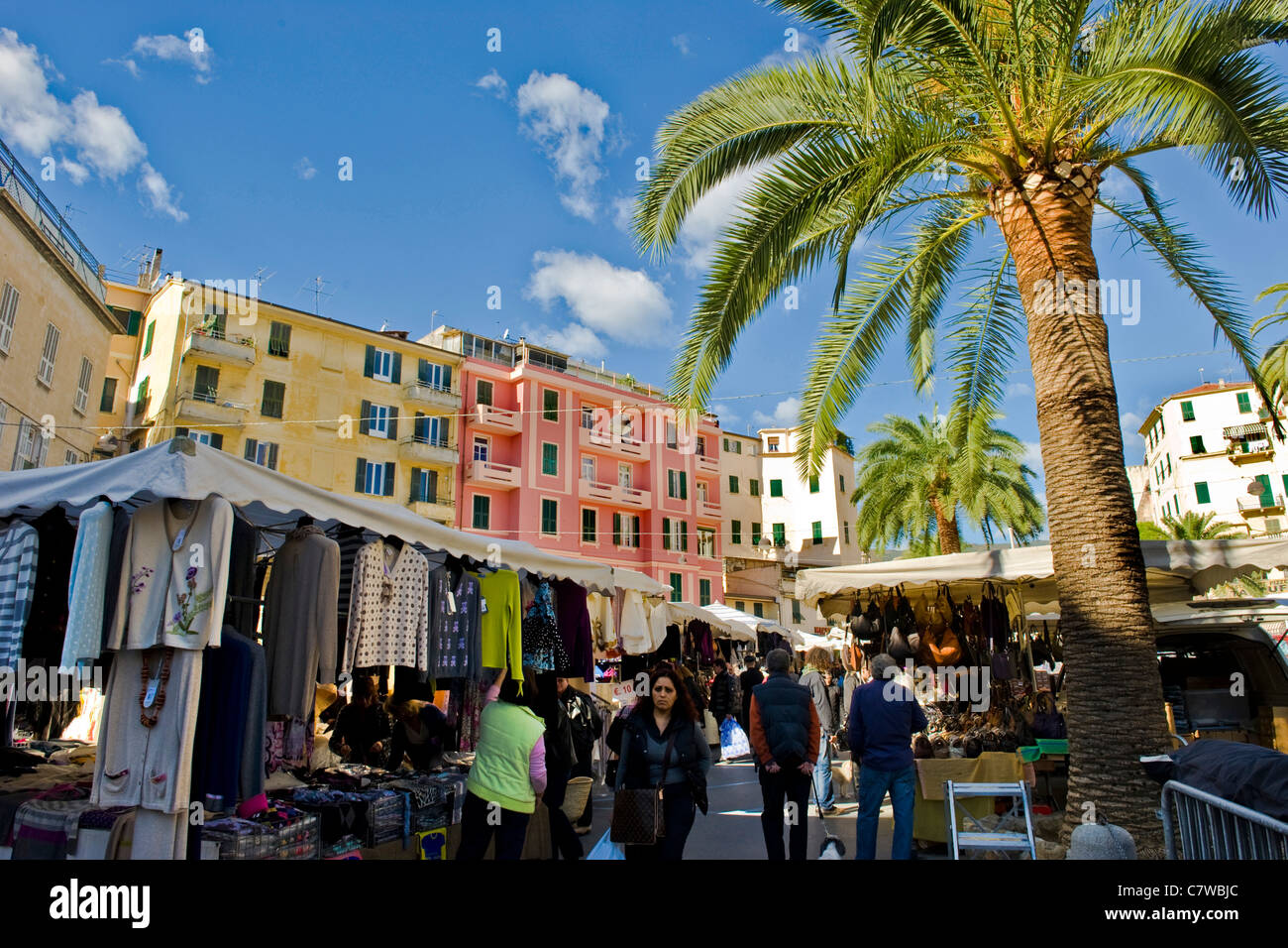 l 39 italie ligurie sanremo le jour du march banque d 39 images photo stock 39281268 alamy. Black Bedroom Furniture Sets. Home Design Ideas