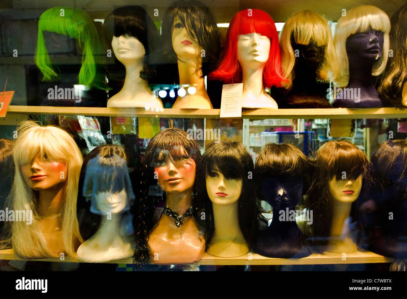 Perruques sur des mannequins Photo Stock
