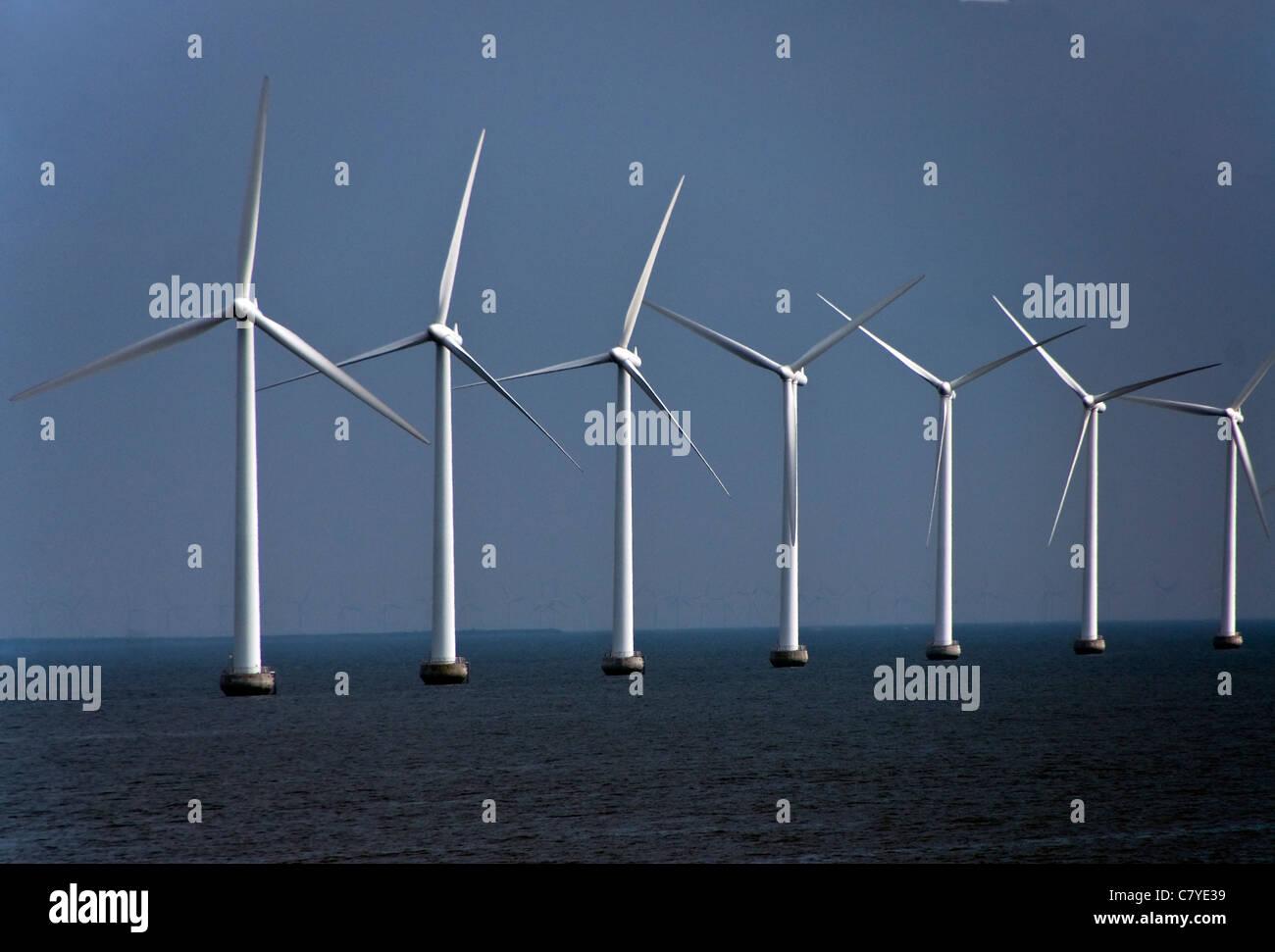 Éoliennes sur les côtes de la mer du Nord du Danemark, près de Copenhague. Photo Stock