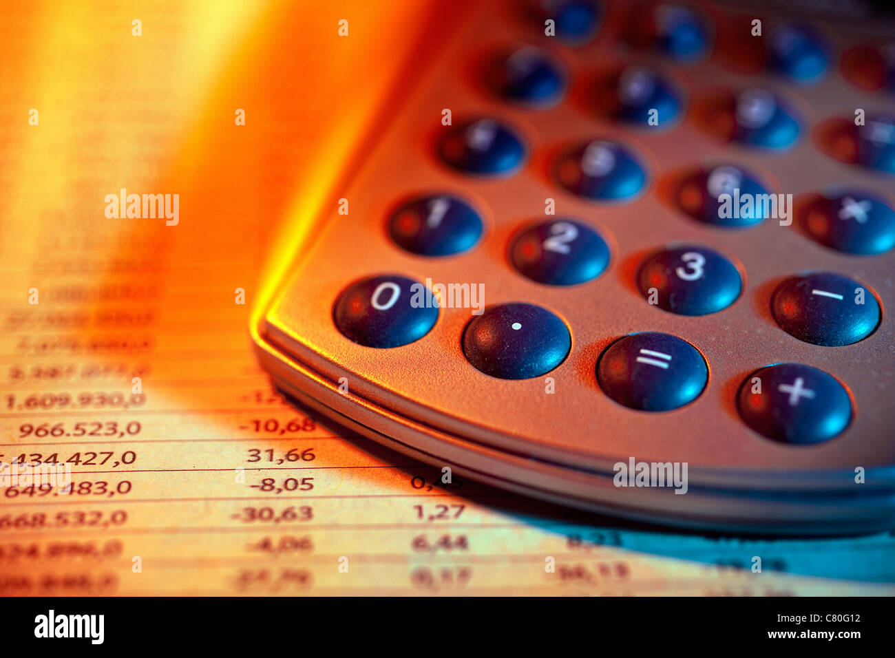 Calculatrice et plan économique Photo Stock