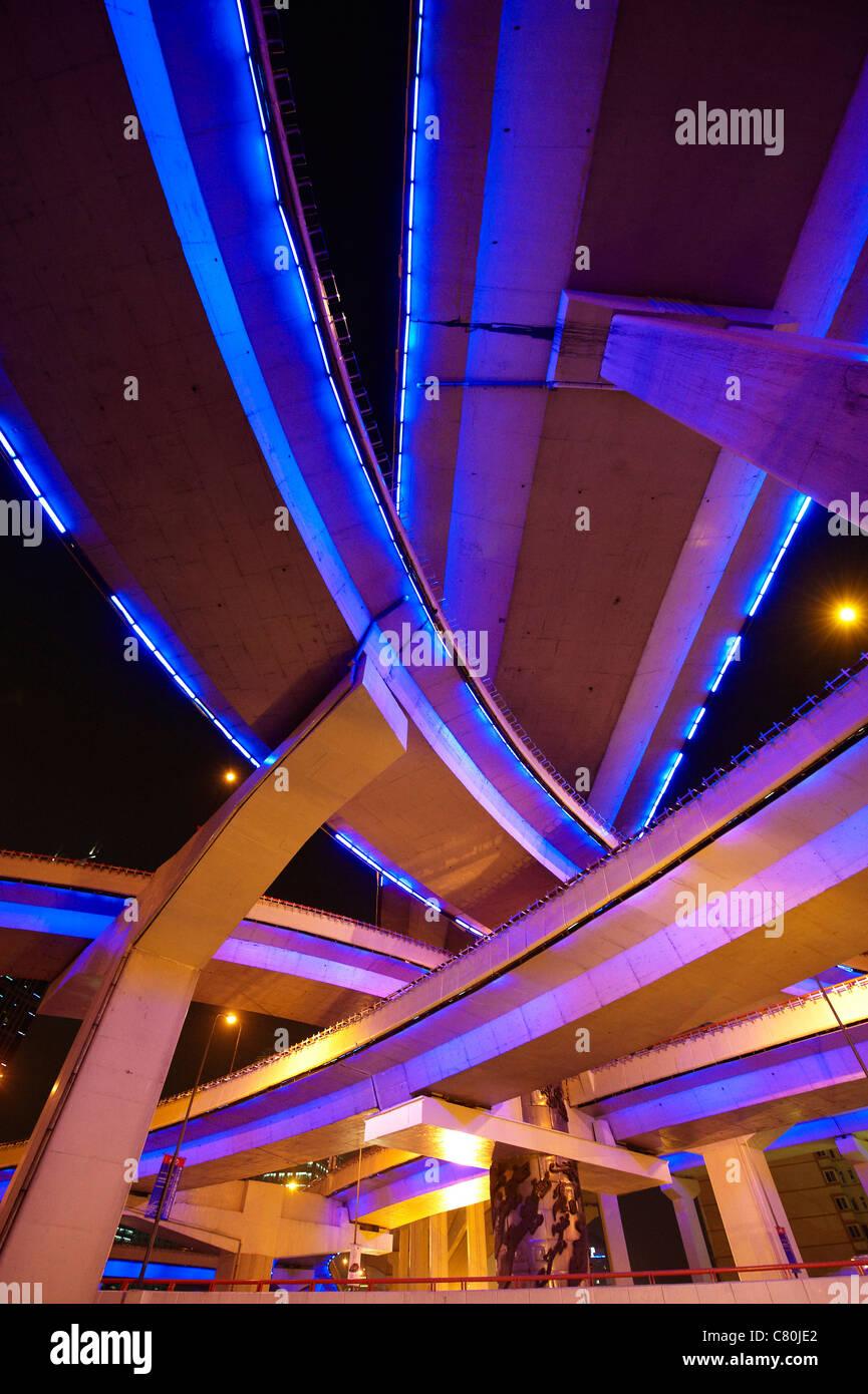 La Chine, Shanghai, le Yannann carrefour surélevé Photo Stock