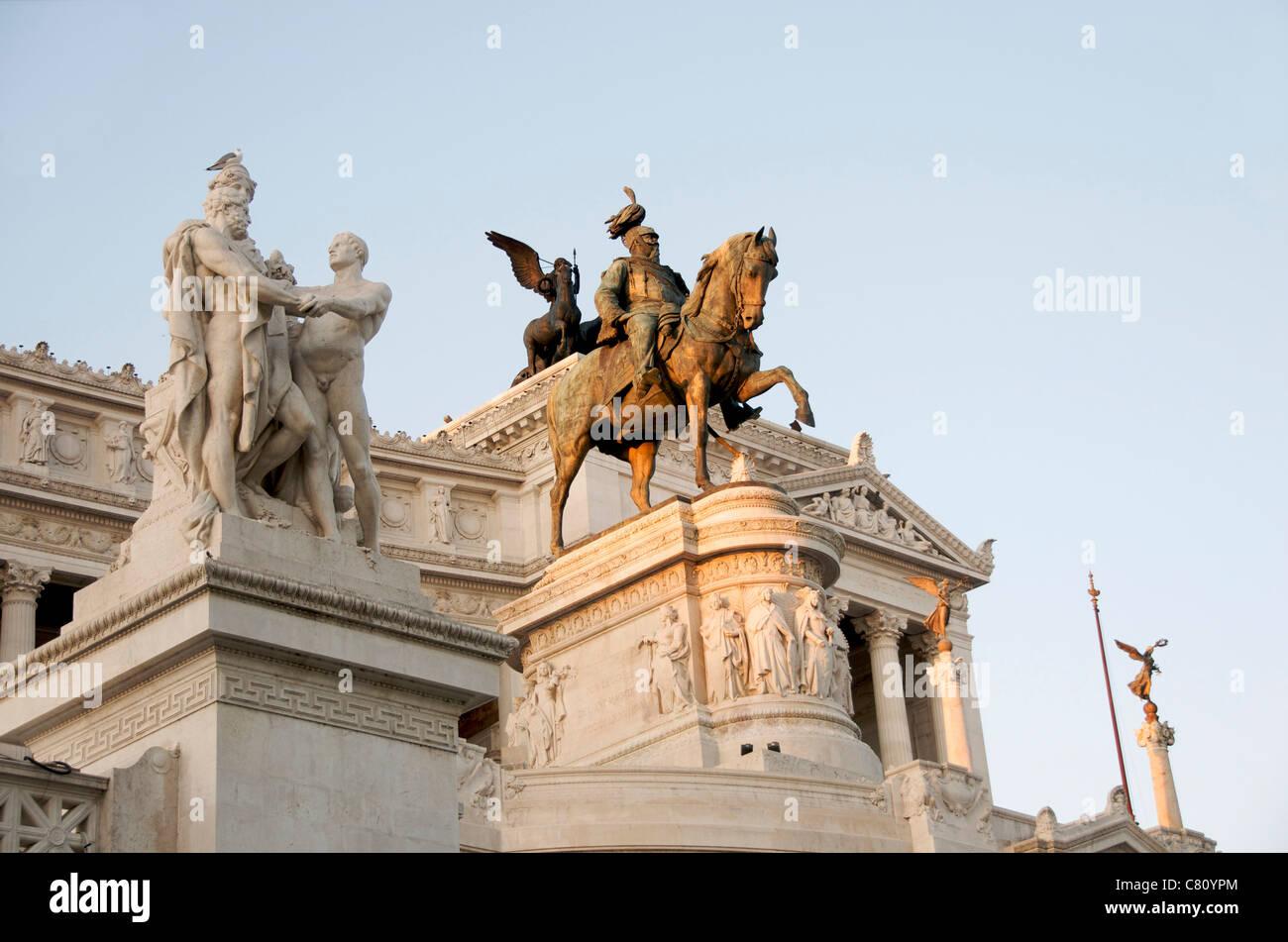 Il Vittoriano, Monument à Victor Emmanuel II, Rome, Italie - au crépuscule Photo Stock