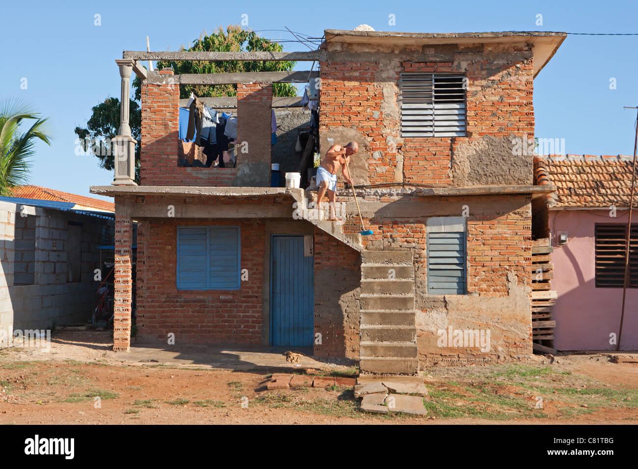 TRINIDAD: ÉTAPES DE BALAYAGE maison délabrée Photo Stock