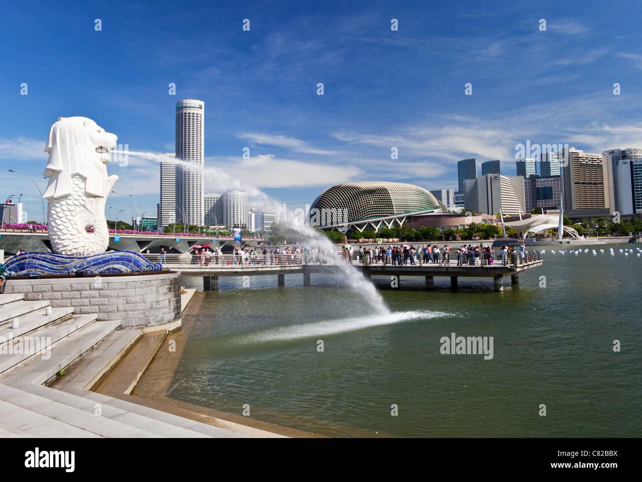 La statue du Merlion et Marina Bay, Singapour Banque D'Images