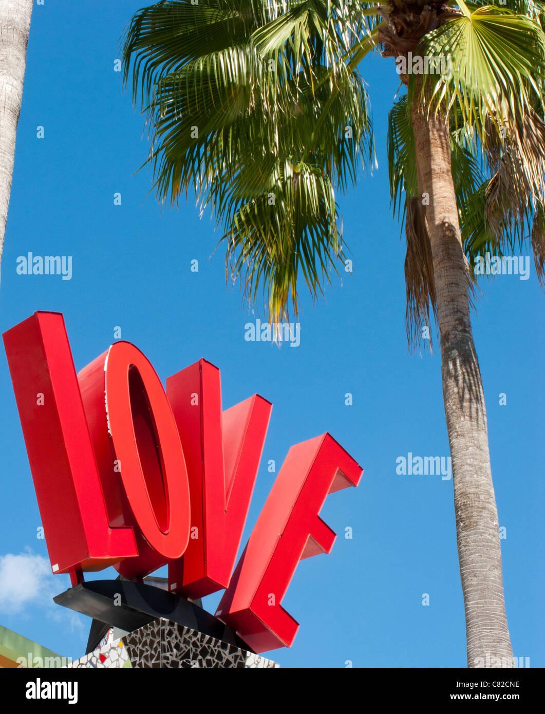 Signe d'AMOUR ET DE PALMIER DANS DOWNTOWN DISNEY ORLANDO FLORIDE Photo Stock
