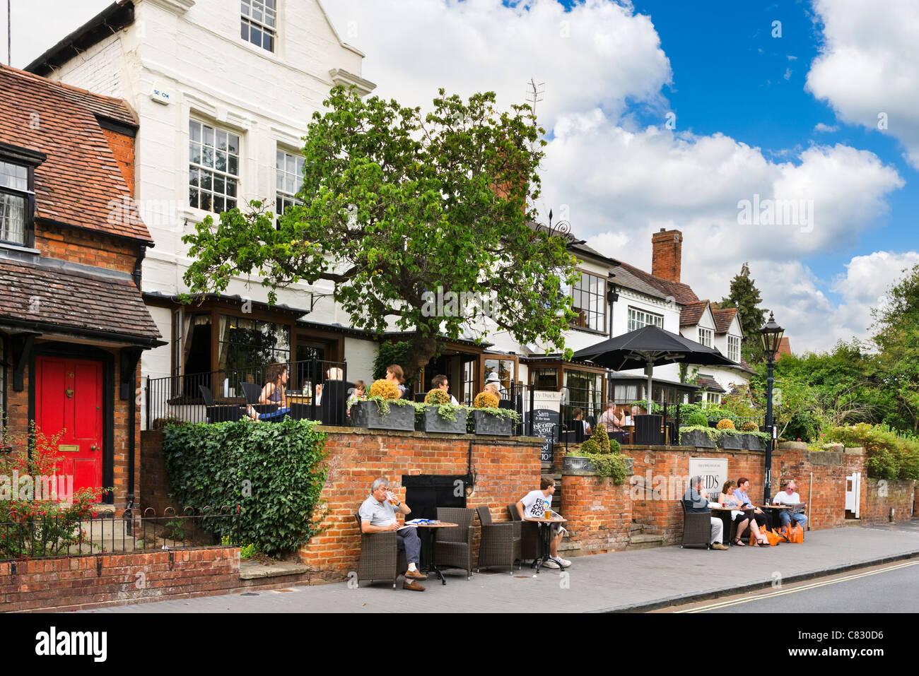 Le célèbre pub Canard sale près du théâtre RSC, Stratford-upon-Avon, Warwickshire, England, Photo Stock
