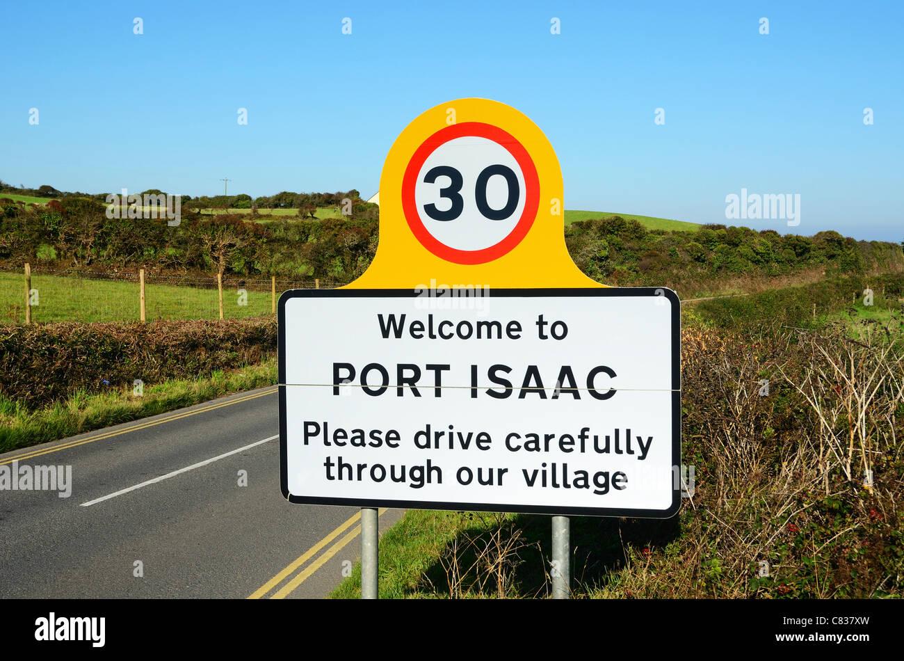 Conduire avec prudence un signe sur une route de campagne tranquille juste en dehors du village de tintagel en Cornouailles Photo Stock