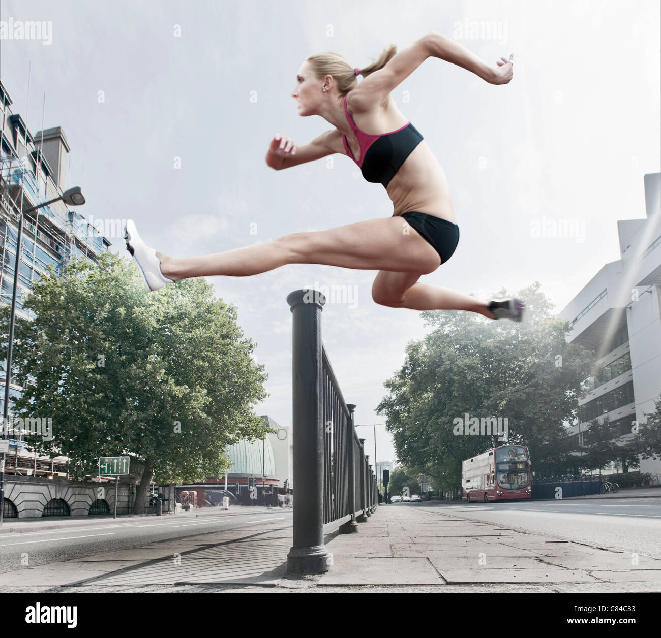 Sautant sur l'athlète Bannister Street Banque D'Images