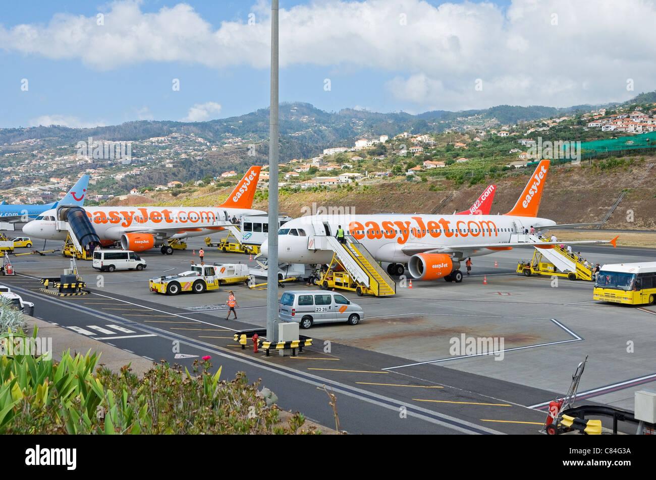 Les avions EasyJet stationné à l'aéroport de Funchal Madeira Portugal Europe de l'UE Photo Stock