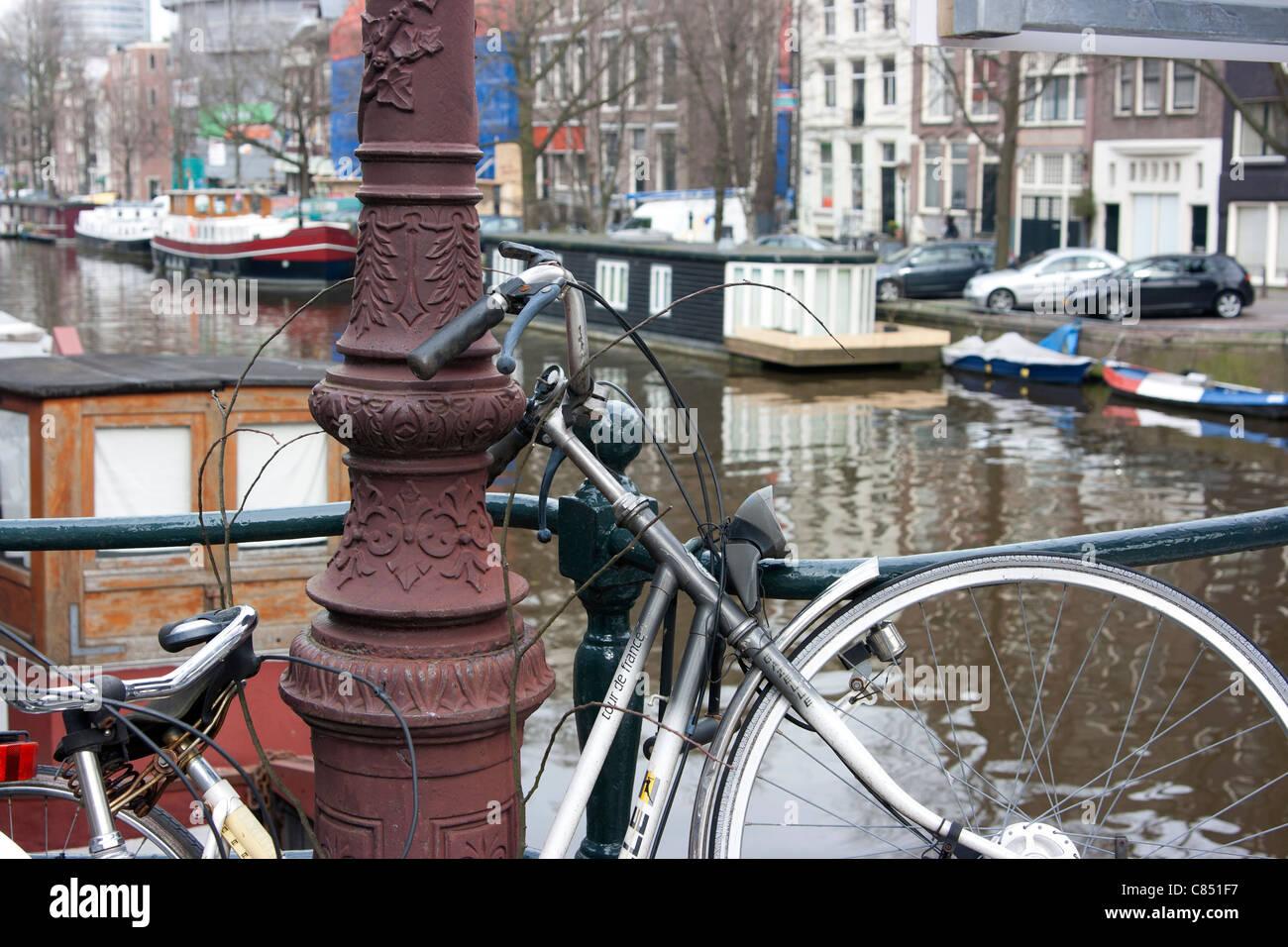 Location sur Pont sur canal en Hollande Banque D'Images