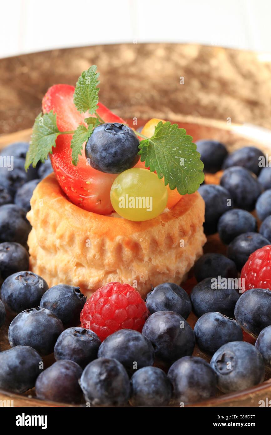 Puff Pastry shell et bleuets frais Photo Stock