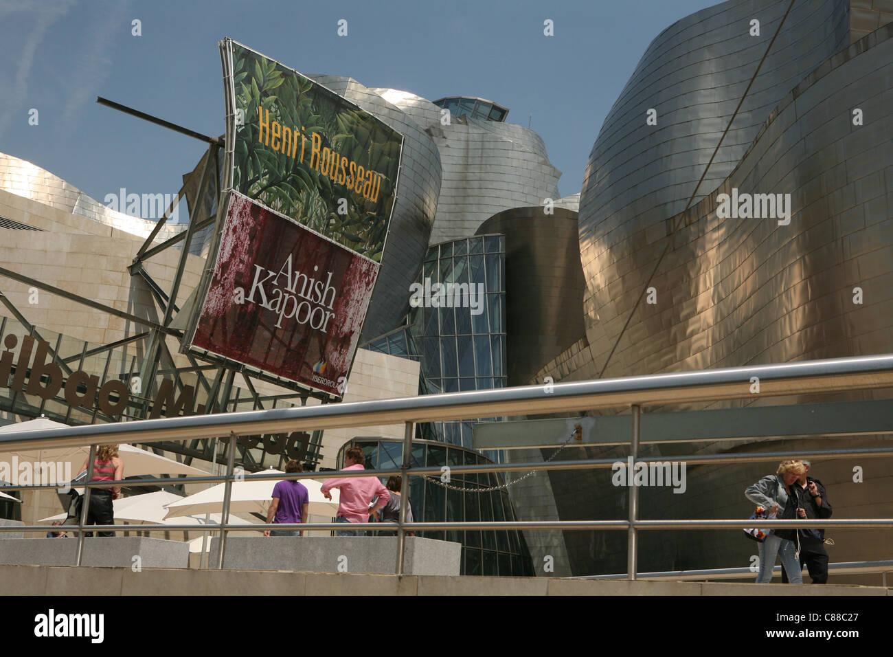Le Musée Guggenheim Bilbao conçu par l'architecte Frank Gehry à Bilbao, en Espagne. Banque D'Images