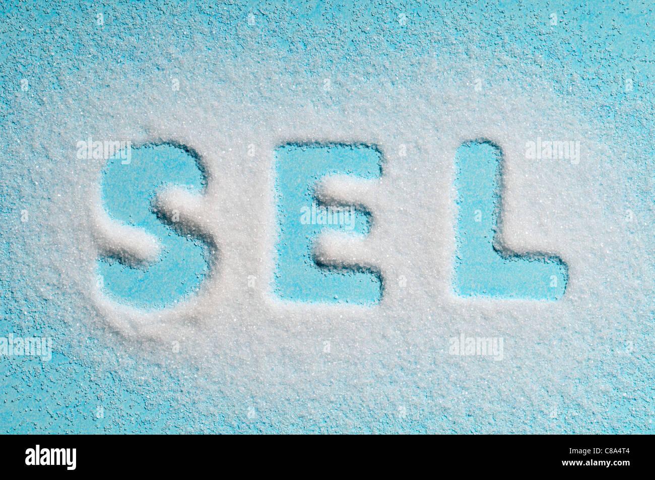 Le mot 'sel' écrit avec le sel Photo Stock