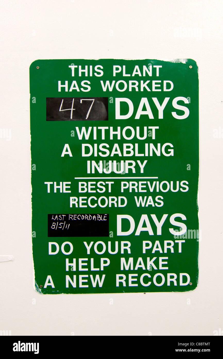 Un signe marquant le nombre de jours depuis le dernier accident du travail. Photo Stock