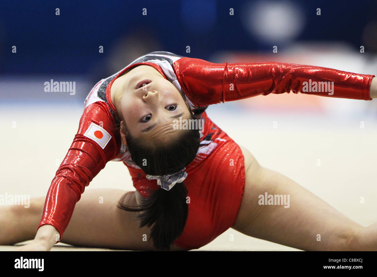 Koko Tsurumi (JPN) effectue au cours de la FIG de gymnastique artistique monde Tokyo 2011 championnats. Photo Stock