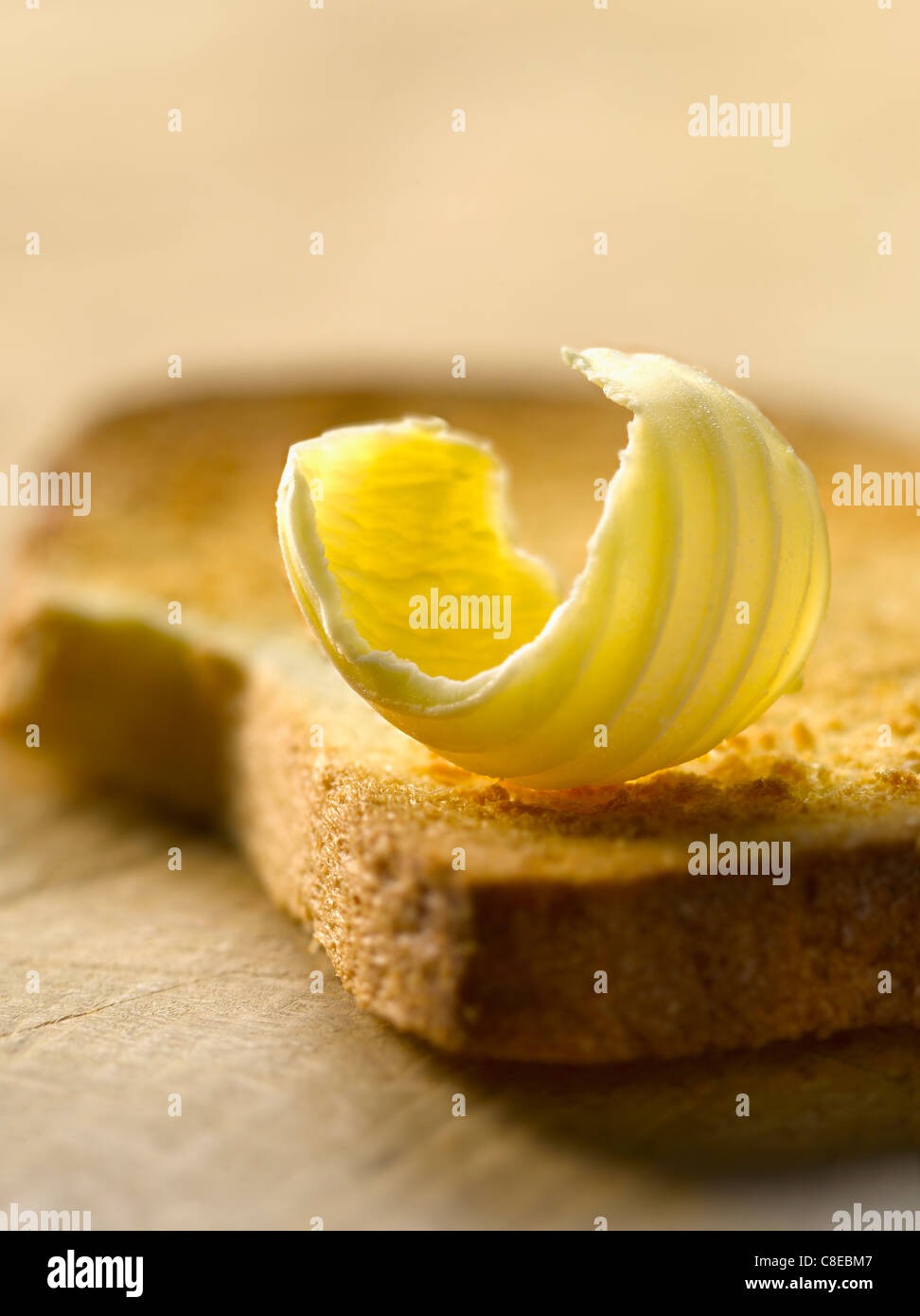 Noisette de beurre sur une biscotte Photo Stock
