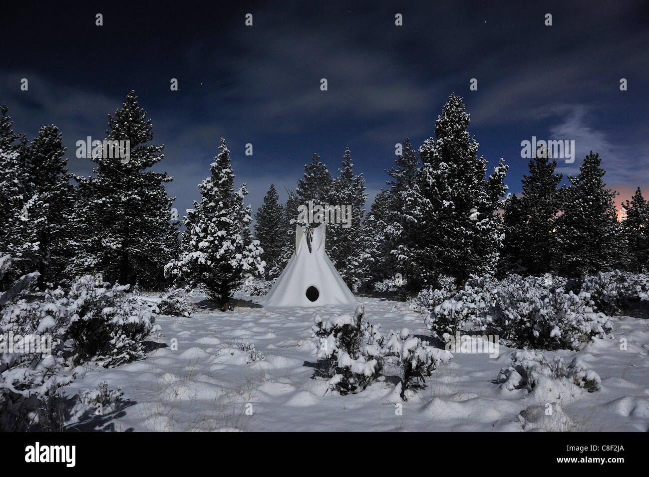 Tipi, neige, lune, étoile, High Desert, Oregon, USA, United States, Amérique, Banque D'Images