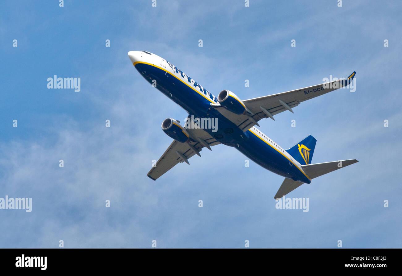 Boeing 737 de Ryanair, l'aéroport de Gatwick, Angleterre Photo Stock