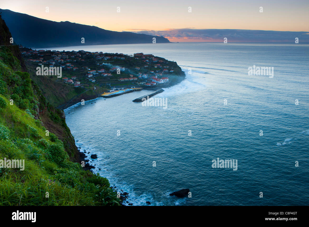 Ponta Delgada, Portugal, Europe, Madère, ville, ville, côte, mer, océan Atlantique, crépuscule, Photo Stock