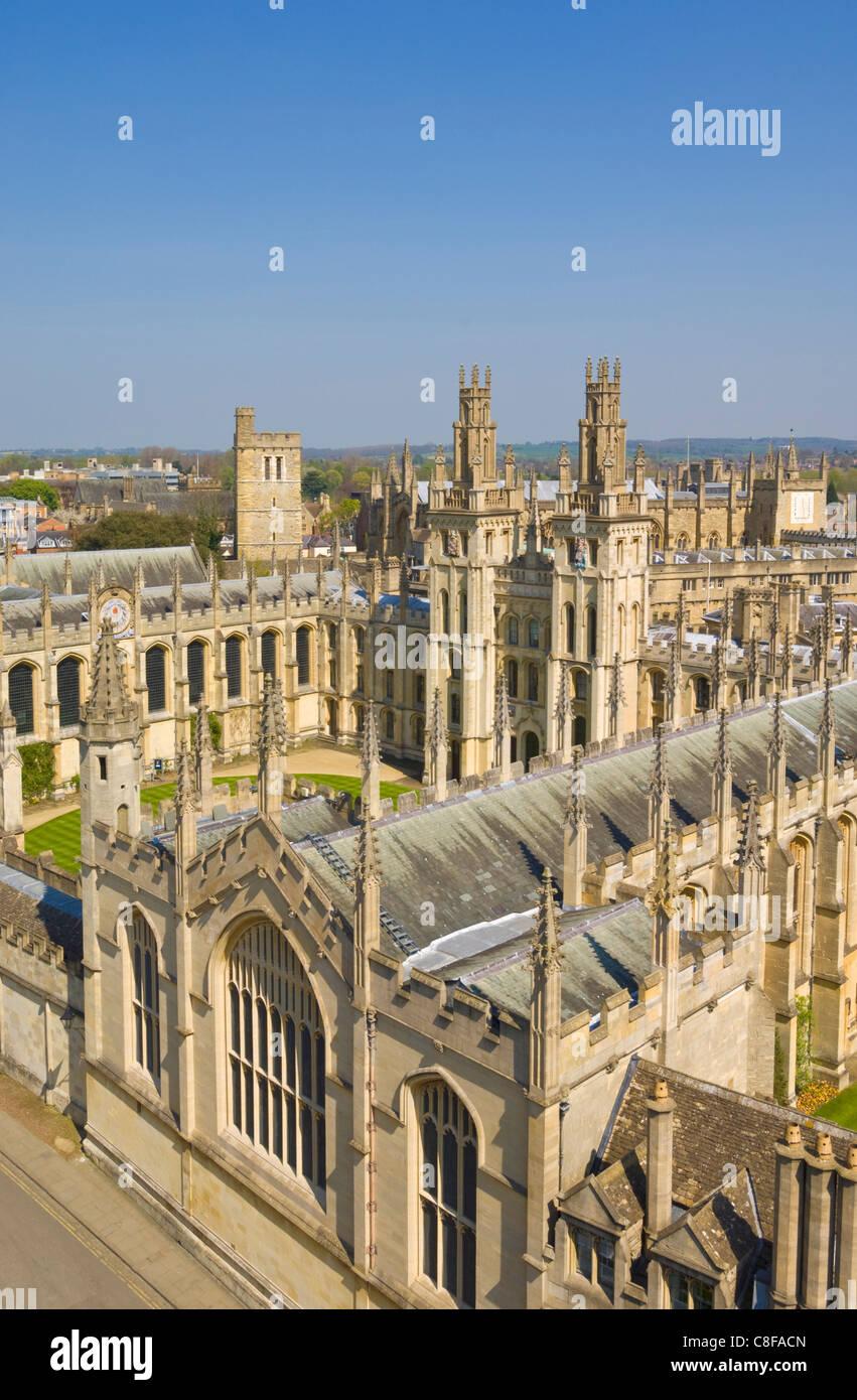 Les vieux murs et les nonnes de l'All Souls College, Oxford, Oxfordshire, Angleterre, Royaume-Uni Photo Stock